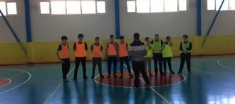 """""""Beslenme Dostu Okul"""" ve """"eTwinning – Mavi Kart (Fair-Play )"""" projeleri kapsamında düzenlediğimiz sınıflar arası futsal(Salon Futbolu) turnuvası heyecanı Yıldızlar kategorisinde bugün oynanan 8-C / 7-C yarı final karşılaşması ile devam etti"""